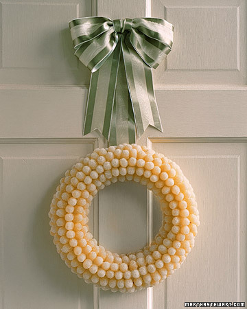 a98313_1200_gumdropwreath_xl