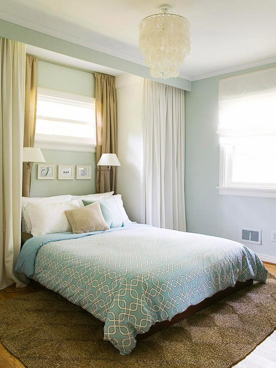 absolutely you can center your bed on a window the decorologist rh thedecorologist com