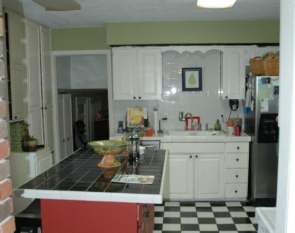 DSC 9838 600x475 Can You Paint Kitchen Cabinets Two Colors in a Small Kitchen?