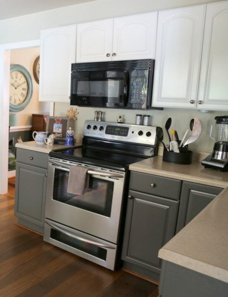 How two tone cabinets can update your kitchen the for Two colour kitchen units