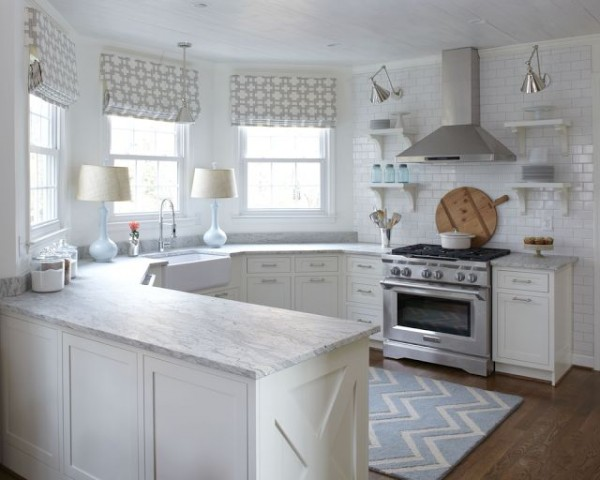 white-kitchen-with-lamps