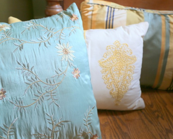 home staging pillows
