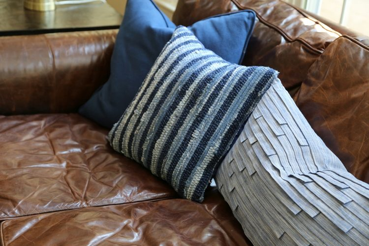 Fabulous The Right Pillows For A Leather Sofa Creativecarmelina Interior Chair Design Creativecarmelinacom