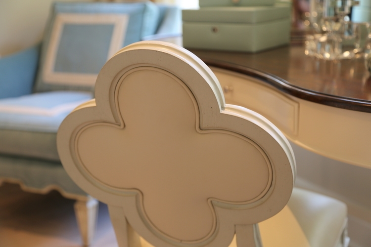 clover shaped chair back