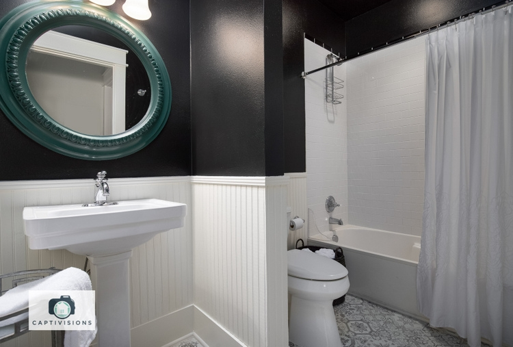 black bathroom walls in Sherwin Williams Tricorn Black SW6258