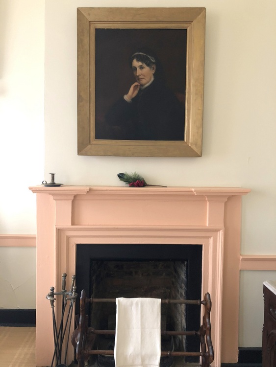 James K Polk home portrait of wife Sarah and peach trim molding